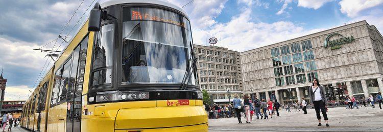 Eine Tram der Berliner Verkehrsbetriebe: Kundenreferenz der EASY SOFTWARE