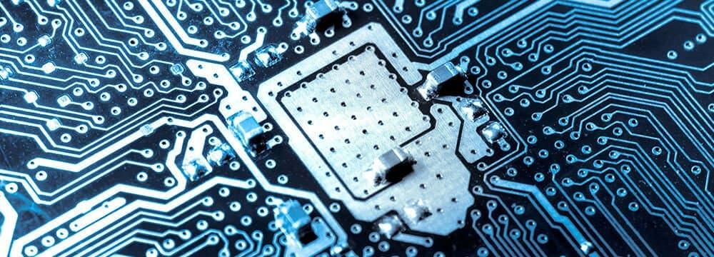 Dargestellt wird eine Computer-Platine – der EASY Support kommt dem Problem auf die Spur